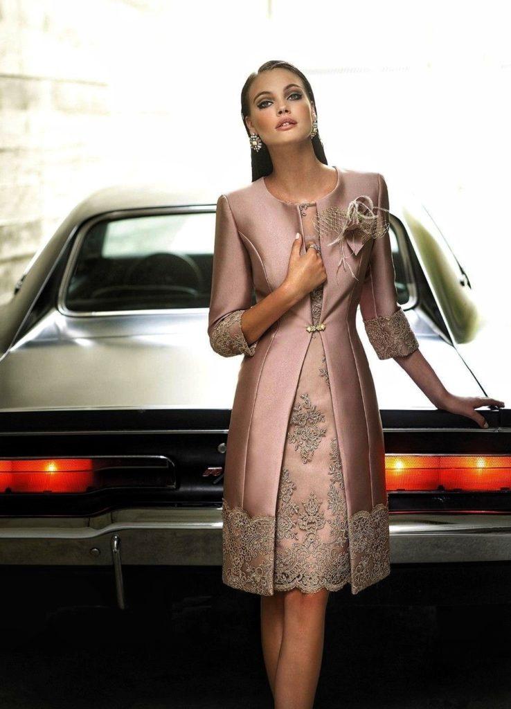 """""""Стильная девушка в платье возле машины"""""""