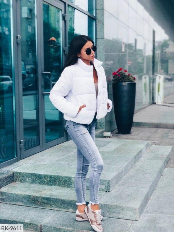 белая куртка женская короткая