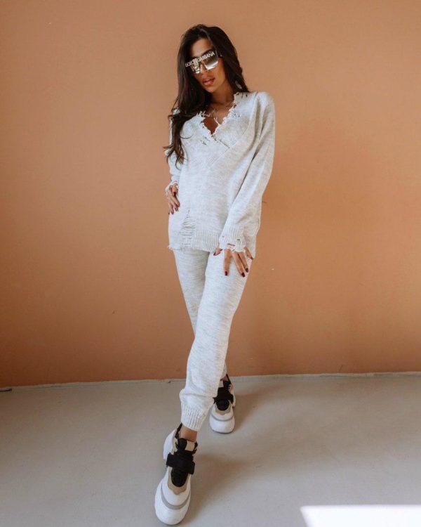 белый вязаный женский костюм