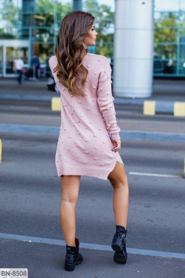 девушка в вязаном платье