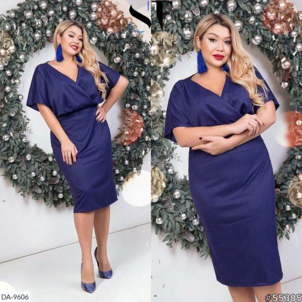 девушка в платье синего цвета 54 размера