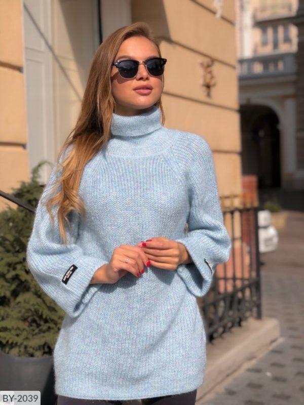 светло-голубая кофта