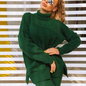 костюм модный вязаный женский зеленого цвета