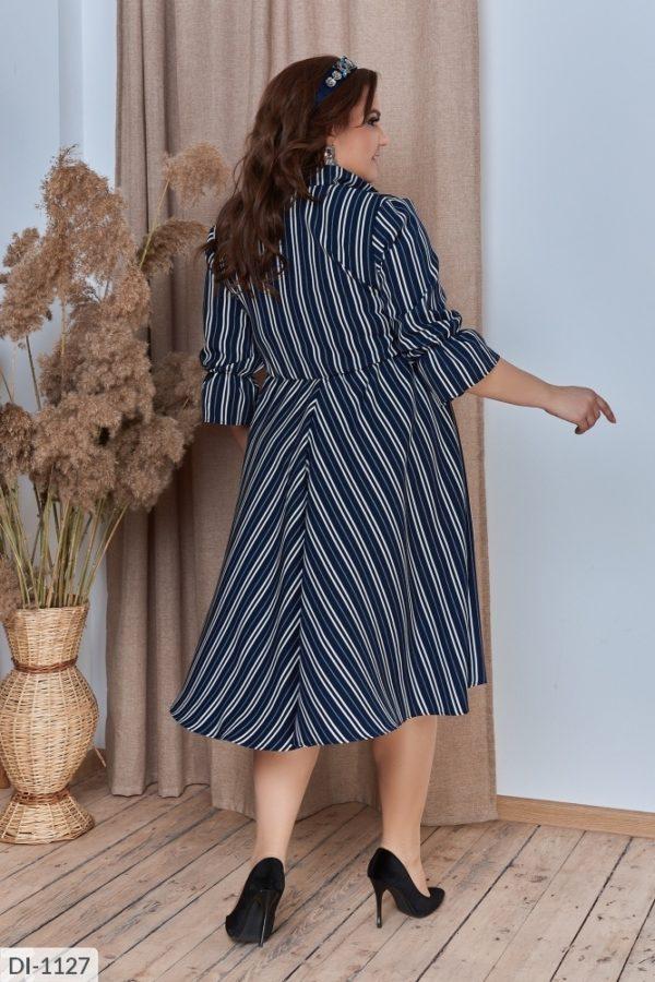 Расклешенное платье в полоску для полных женщин