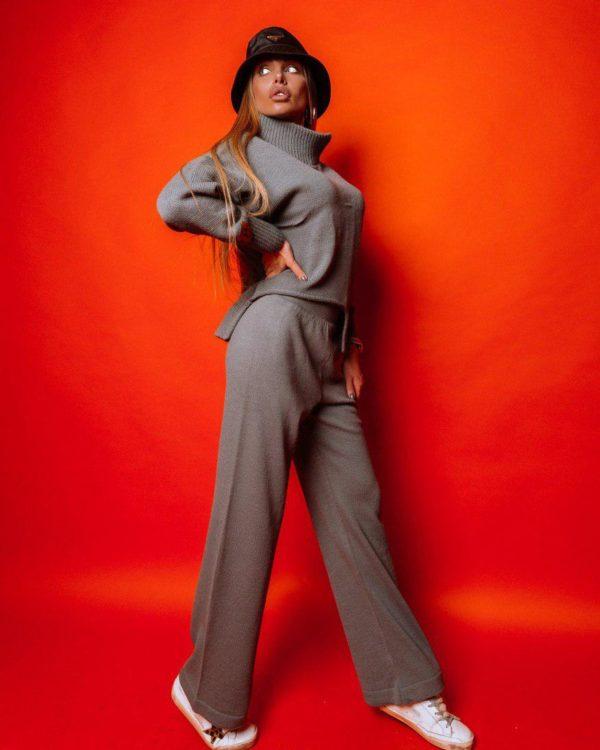 Стильный вязаный костюм для женщин